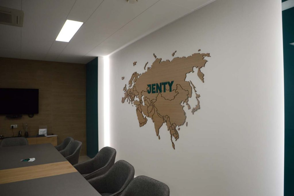 Карта над столом