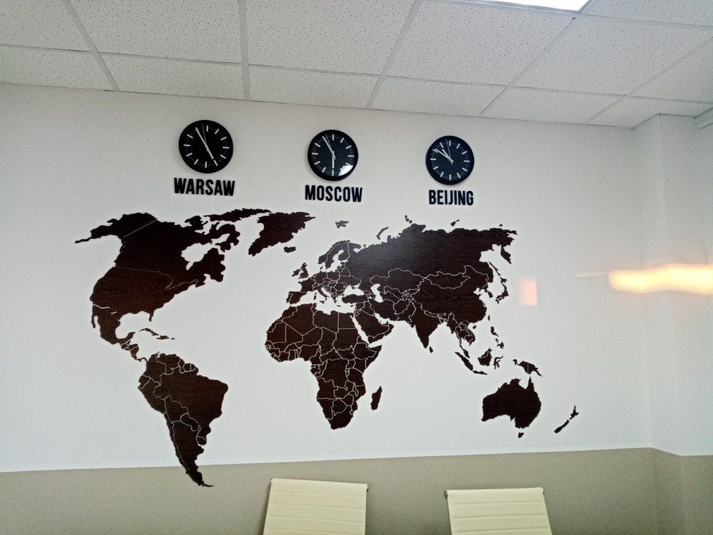 Карта цвета Венге, часы на стене